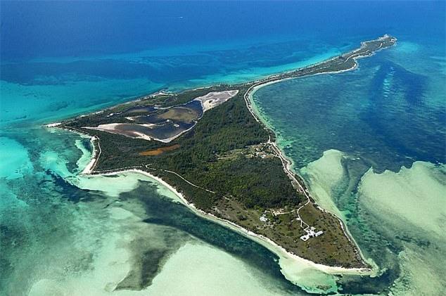 David Beckham chi hàng trăm tỉ mua một hòn đảo tặng bà xã kỷ niệm 20 năm gặp gỡ - Ảnh 2.