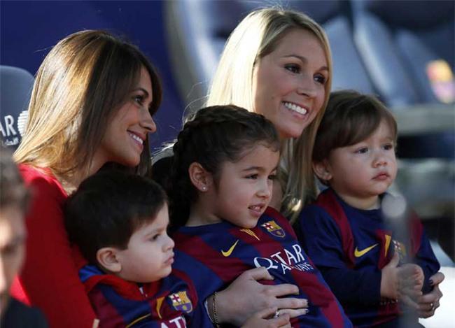 Bạn gái Messi và vợ Suarez khai trương cửa hàng giày - Ảnh 4.