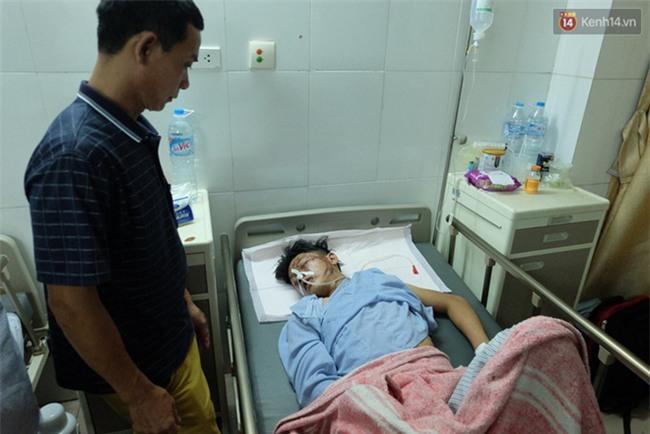 Người thân không nhận ra nam sinh mắc kẹt dưới gầm ô tô Camry sau tai nạn kinh hoàng ở Bắc Ninh - Ảnh 4.