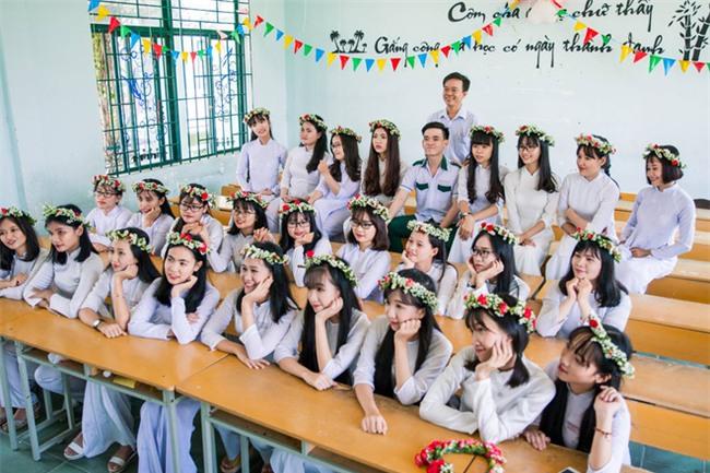 Bộ ảnh kỷ yếu đơn giản mà cực đáng yêu của lớp học với 27 cô gái và... 1 chàng trai - Ảnh 12.