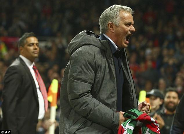 Man Utd sắp lập kỷ lục về tiền thưởng dù không vào Top 4 - Ảnh 1.