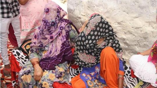 Ấn Độ: Bé 10 tuổi bị cha dượng cưỡng hiếp đến có thai - Ảnh 1.