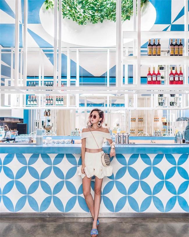 Chẳng ai bảo ai nhưng các quý cô châu Á diện cực nhiều đồ trắng cho street style tuần qua - Ảnh 13.
