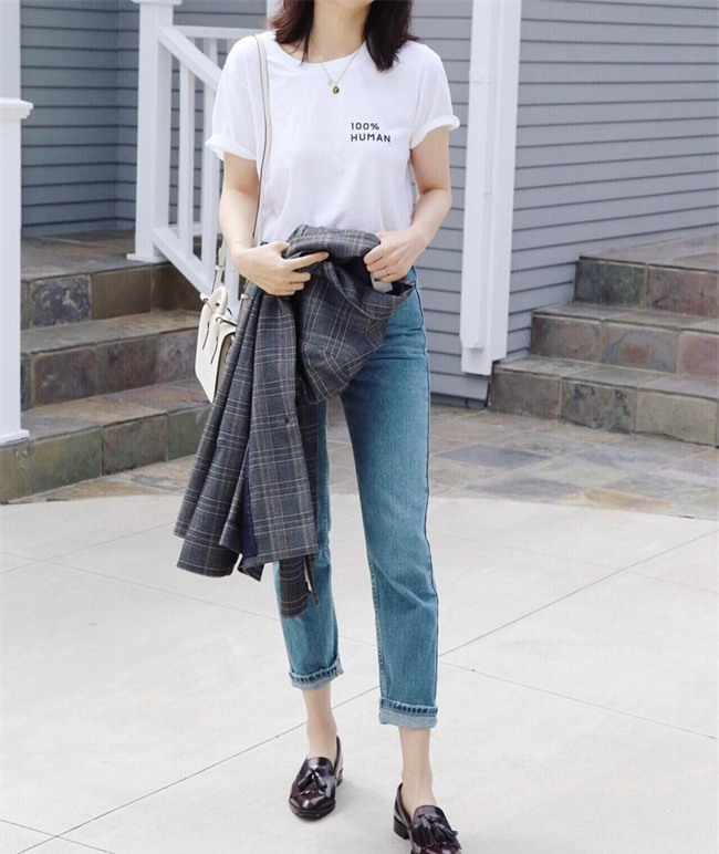Chẳng ai bảo ai nhưng các quý cô châu Á diện cực nhiều đồ trắng cho street style tuần qua - Ảnh 3.