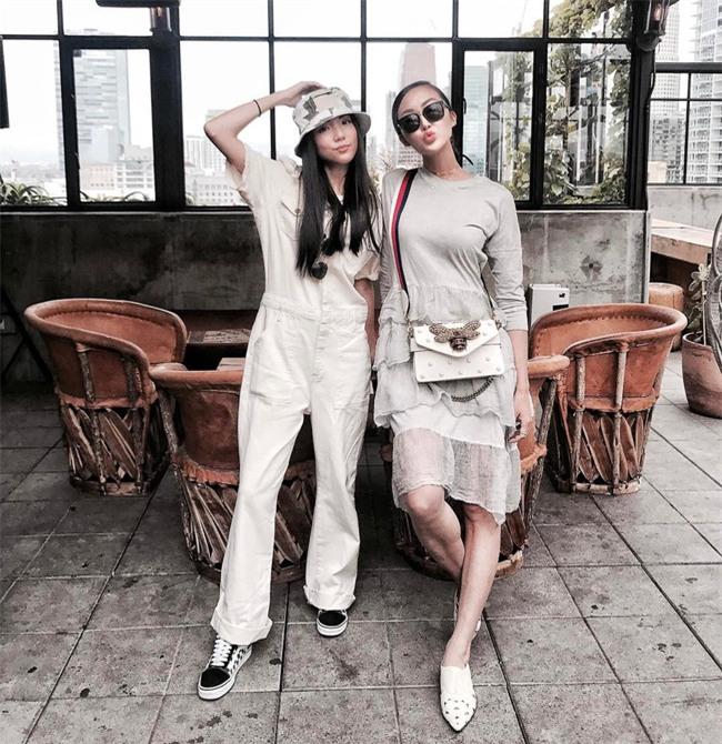 Chẳng ai bảo ai nhưng các quý cô châu Á diện cực nhiều đồ trắng cho street style tuần qua - Ảnh 7.