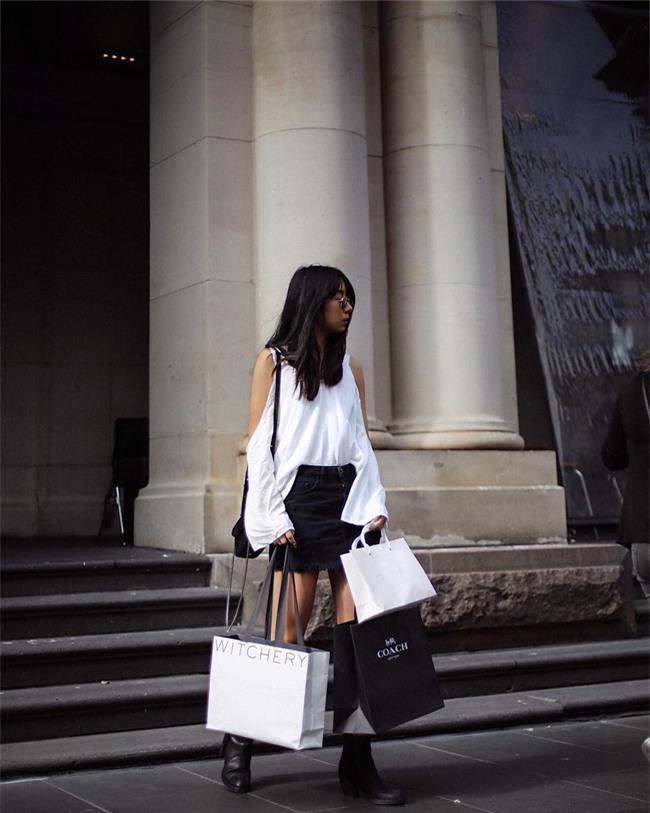 Chẳng ai bảo ai nhưng các quý cô châu Á diện cực nhiều đồ trắng cho street style tuần qua - Ảnh 8.