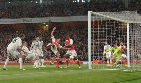 Sanchez ấn định tỷ số 2-0 cho Arsenal