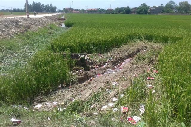 Hiện trường vụ ô tô Camry tông chết 3 học sinh ở Bắc Ninh. Ảnh: Xuân Thắng