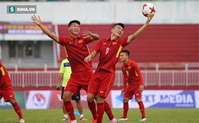 """Cách """"truyền lửa"""" khác người của HLV Hoàng Anh Tuấn trên U20 Việt Nam"""