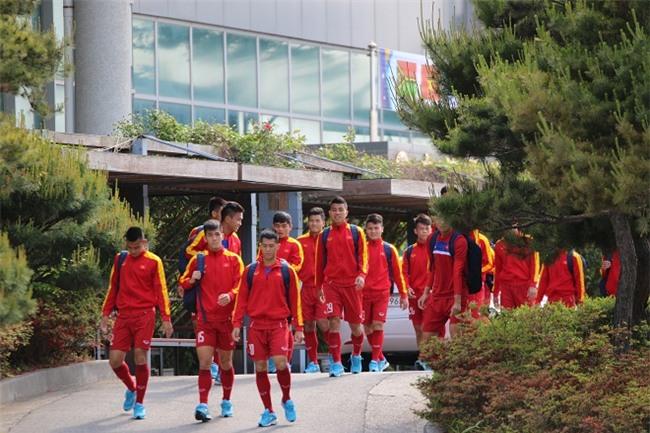 Cách truyền lửa khác người của HLV Hoàng Anh Tuấn trên U20 Việt Nam - Ảnh 1.