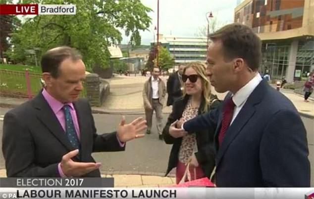 Video: Phóng viên BBC sờ ngực phụ nữ qua đường trong chương trình trực tiếp - Ảnh 2.