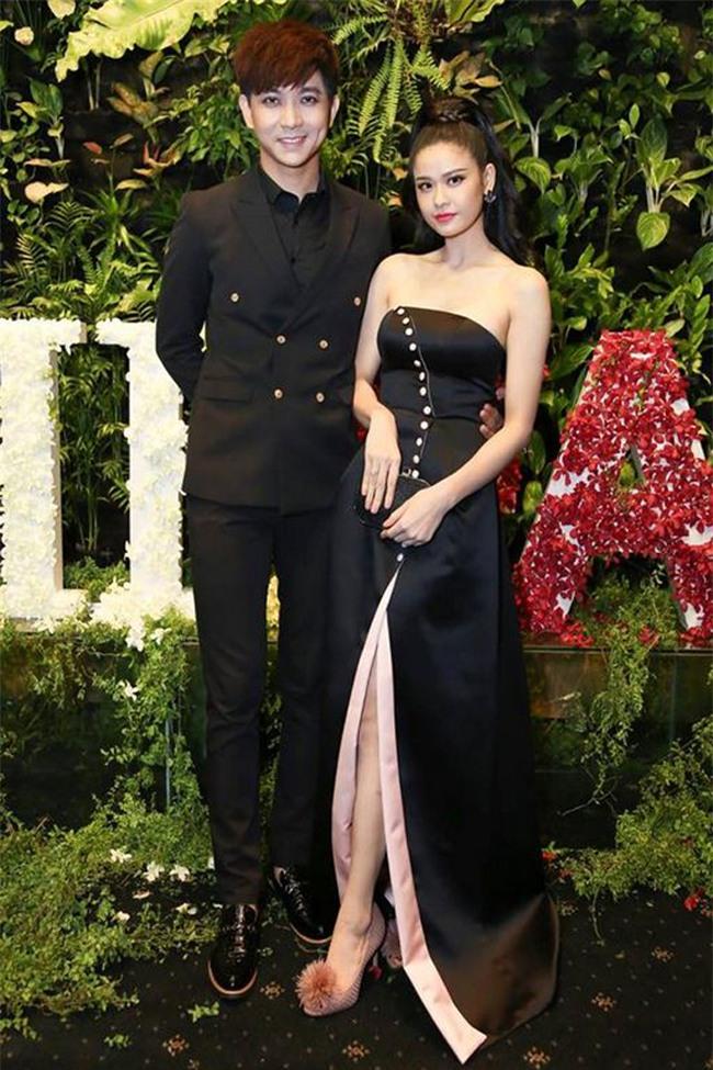 Không chỉ mặc ton-sur-ton, Tim và Trương Quỳnh Anh còn thích chăm chút quần áo trên thảm đỏ cho nhau - Ảnh 11.