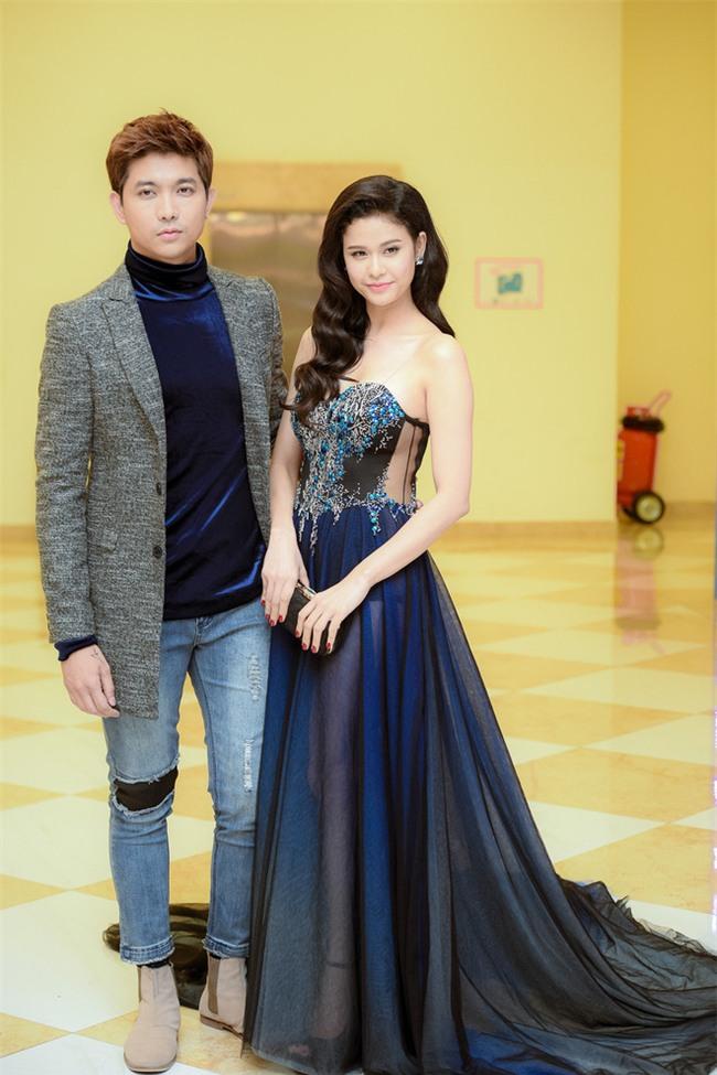 Không chỉ mặc ton-sur-ton, Tim và Trương Quỳnh Anh còn thích chăm chút quần áo trên thảm đỏ cho nhau - Ảnh 16.