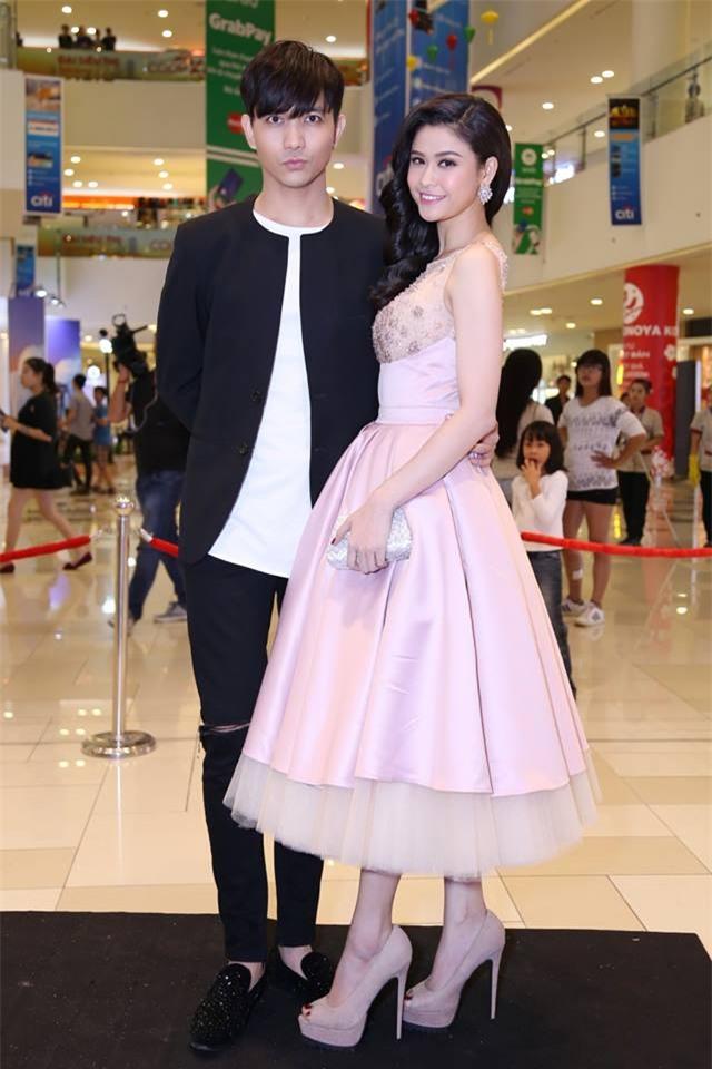 Không chỉ mặc ton-sur-ton, Tim và Trương Quỳnh Anh còn thích chăm chút quần áo trên thảm đỏ cho nhau - Ảnh 18.