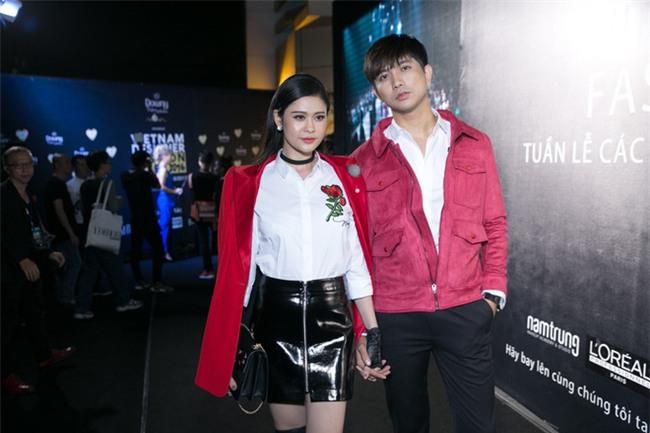 Không chỉ mặc ton-sur-ton, Tim và Trương Quỳnh Anh còn thích chăm chút quần áo trên thảm đỏ cho nhau - Ảnh 6.