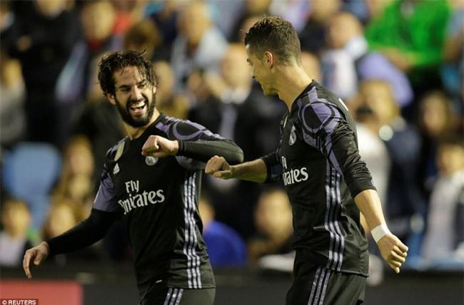 Ronaldo lập cú đúp, Real chạm tay vào chức vô địch La Liga - Ảnh 10.