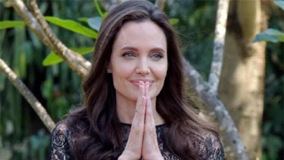 nu dien vien Angelina Jolie,Diễn viên Angelina Jolie,Angelina Jolie tăng cân, angelina jolie trẻ ra, sao Hollywood