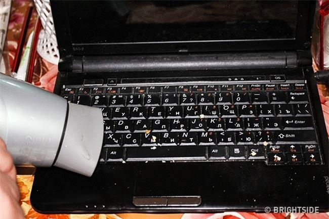 5 bước vệ sinh laptop đơn giản để máy luôn sạch sẽ thơm tho không tì vết - Ảnh 3.