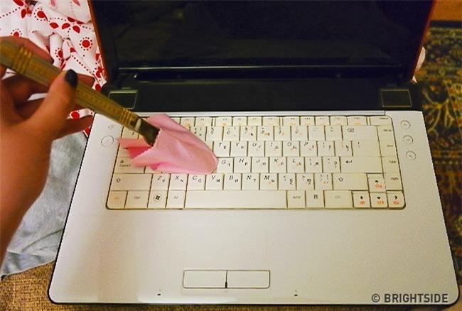 5 bước vệ sinh laptop đơn giản để máy luôn sạch sẽ thơm tho không tì vết - Ảnh 4.