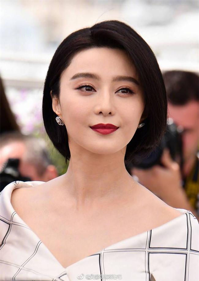 Kiêu sa ở Cannes như vậy nhưng Phạm Băng Băng cũng chỉ dùng cây son đỏ giá hơn... 200 ngàn đồng - Ảnh 10.