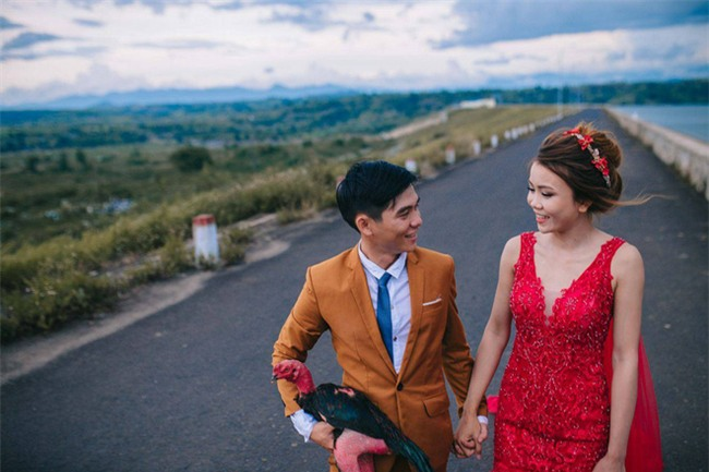 Người thứ ba trong ảnh cưới của cặp đôi Phú Yên khiến dân mạng bấm like nhiệt tình - Ảnh 4.