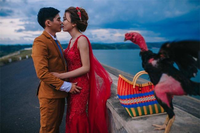 Người thứ ba trong ảnh cưới của cặp đôi Phú Yên khiến dân mạng bấm like nhiệt tình - Ảnh 5.