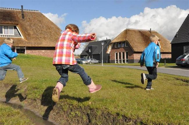 Mẹ Anh và mẹ Mỹ tiết lộ lý do trẻ em Hà Lan luôn hạnh phúc nhất thế giới - Ảnh 5.