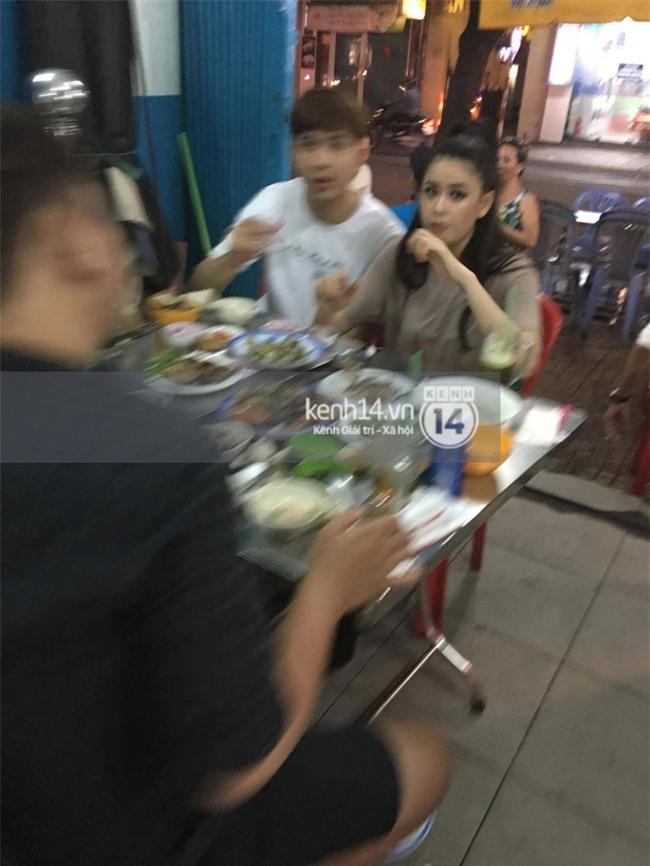 Trương Quỳnh Anh tay trong tay đi ăn khuya cùng Tim giữa tin đồn ly hôn - Ảnh 1.