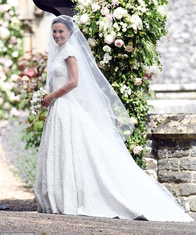 Hoàng tử nhí George và em gái cực đáng yêu trong vai trò phù dâu cho dì Pippa Middleton - Ảnh 1.