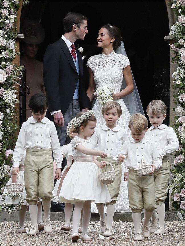 Hoàng tử nhí George và em gái cực đáng yêu trong vai trò phù dâu cho dì Pippa Middleton - Ảnh 11.