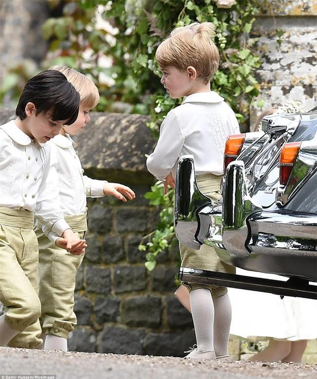 Hoàng tử nhí George và em gái cực đáng yêu trong vai trò phù dâu cho dì Pippa Middleton - Ảnh 7.