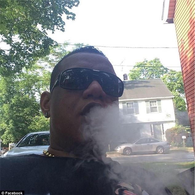Mỹ: Cậu bé gọi điện cho cảnh sát tố cáo cha tàng trữ ma túy nguy hiểm - Ảnh 1.