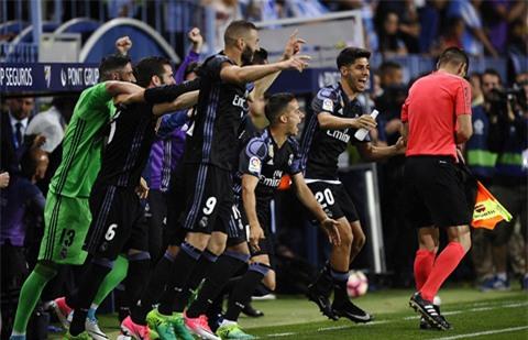 Niềm vui của các cầu thủ Real sau tiềng còi mãn cuộc