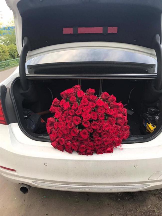 Chuyện tình vượt thử thách phía sau màn cầu hôn với 101 đóa hồng bên xe sang BMW - Ảnh 2.