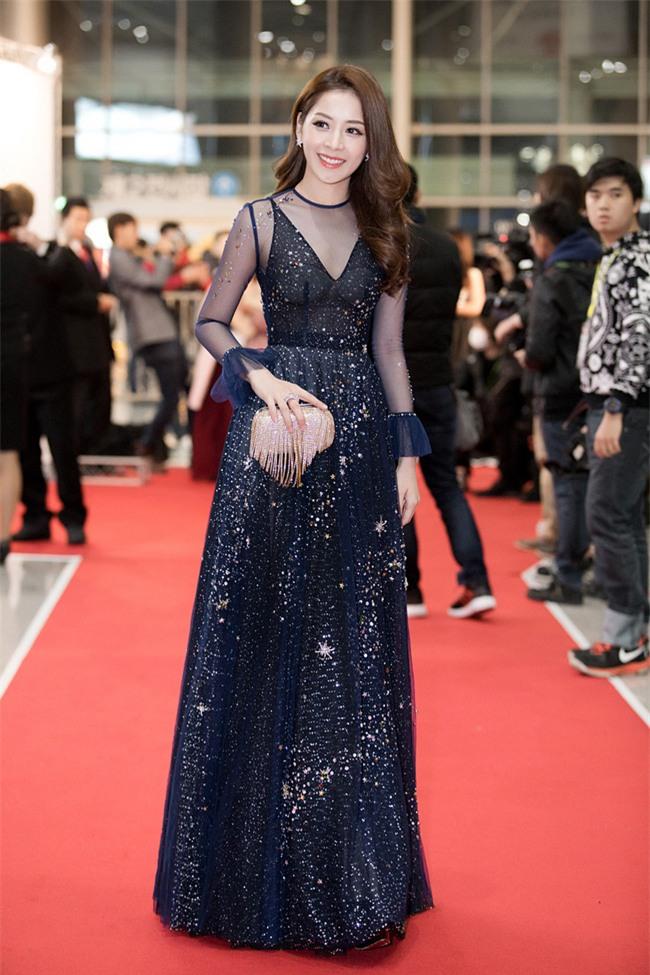 Váy của NTK Việt được các người đẹp mặc trên thảm đỏ quốc tế làm nức lòng khán giả quê nhà - Ảnh 10.