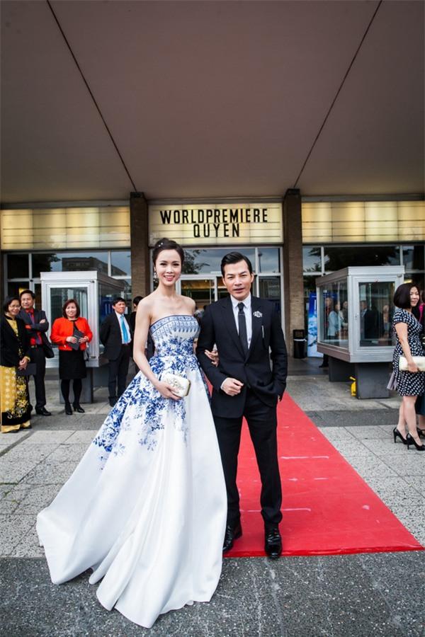 Váy của NTK Việt được các người đẹp mặc trên thảm đỏ quốc tế làm nức lòng khán giả quê nhà - Ảnh 23.