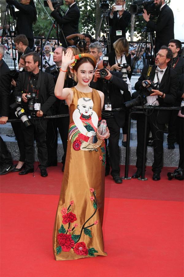 Váy của NTK Việt được các người đẹp mặc trên thảm đỏ quốc tế làm nức lòng khán giả quê nhà - Ảnh 4.