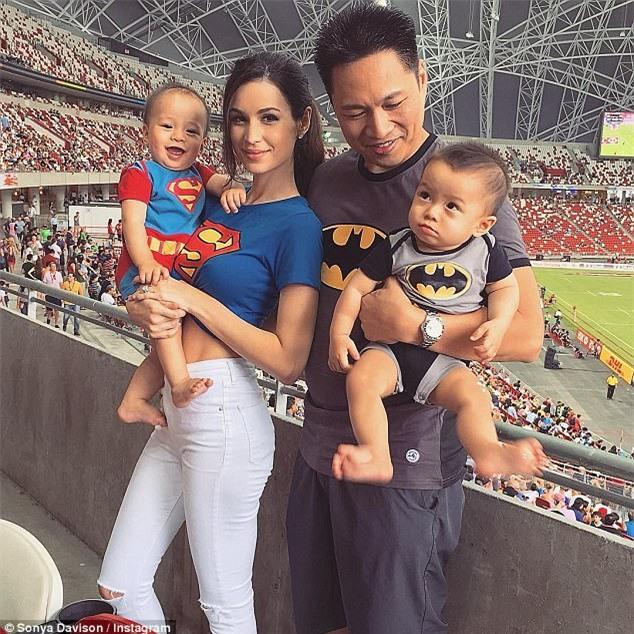 Bà mẹ bỉm sữa Singapore gây sốt mạng xã hội Việt với vẻ đẹp quá gợi cảm, về dáng chỉ 3 tuần sau khi sinh đôi - Ảnh 7.