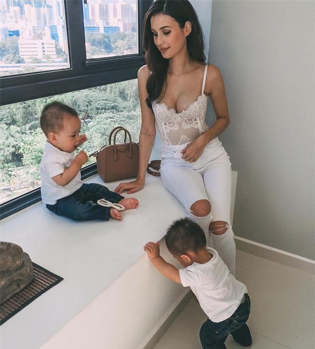 Bà mẹ bỉm sữa Singapore gây sốt mạng xã hội Việt với vẻ đẹp quá gợi cảm, về dáng chỉ 3 tuần sau khi sinh đôi - Ảnh 15.