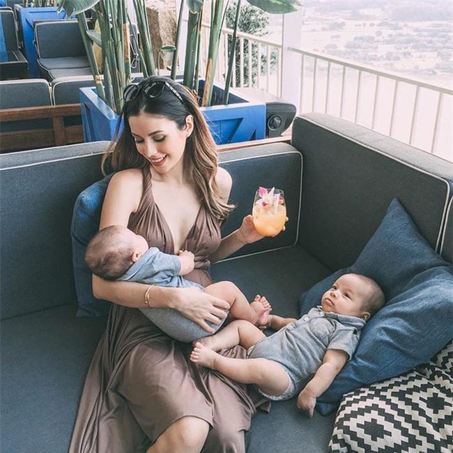 Bà mẹ bỉm sữa Singapore gây sốt mạng xã hội Việt với vẻ đẹp quá gợi cảm, về dáng chỉ 3 tuần sau khi sinh đôi - Ảnh 19.