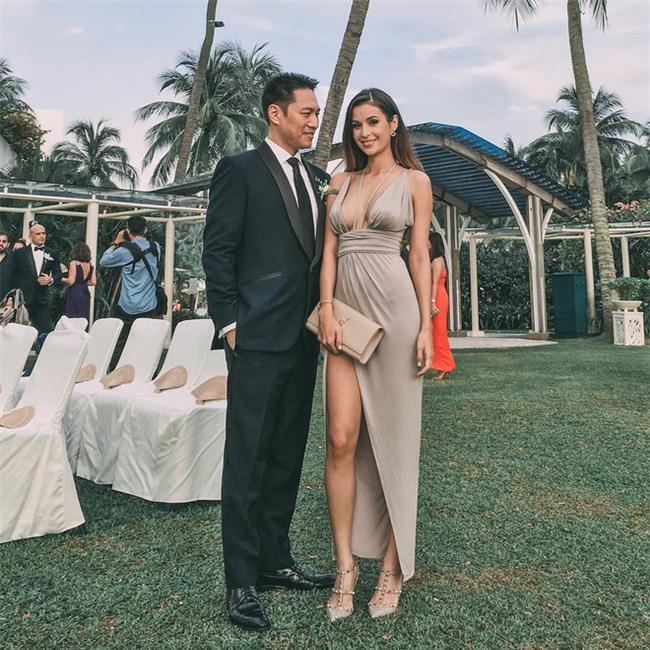 Bà mẹ bỉm sữa Singapore gây sốt mạng xã hội Việt với vẻ đẹp quá gợi cảm, về dáng chỉ 3 tuần sau khi sinh đôi - Ảnh 23.