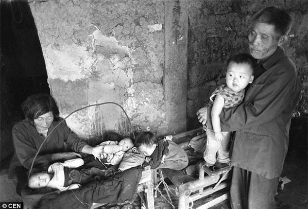 """Bà cụ nhặt rác cưu mang hơn 30 đứa trẻ bị bỏ rơi: """"Rác chúng tôi còn nhặt, huống hồ là người?"""" - Ảnh 1."""