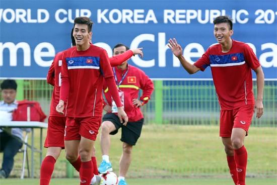Quang Hai cung U20 Viet Nam thi dau het minh tai World Cup hinh anh