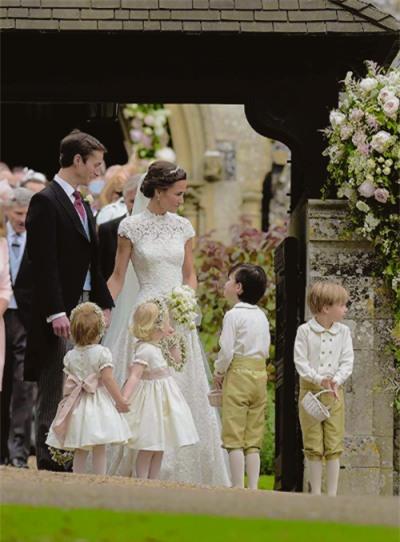 Đây chính là khoảnh khắc đáng giá nhất của tình chị em Công nương Kate trong đám cưới bạc tỷ - Ảnh 2.