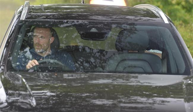 Sir Alex Ferguson, Ibrahimovic bất ngờ ghé sân tập của Man Utd - Ảnh 2.