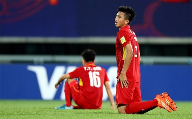 Đằng sau chiến tích của U20 Việt Nam: Đừng để HLV Hoàng Anh Tuấn cô đơn! - Ảnh 1.