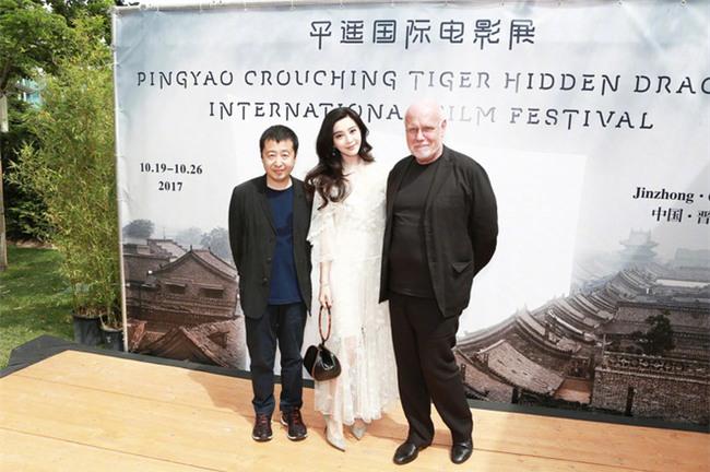 Đẳng cấp nhan sắc của Phạm Băng Băng tại Cannes: Chẳng cần lồng lộn vẫn đẹp hết nấc! - Ảnh 10.