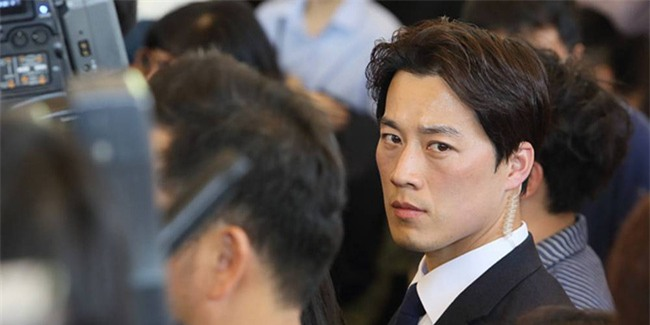 Vệ sĩ điển trai như tài tử của Tổng thống Hàn Quốc từ chức vì không muốn cướp ống kính của thân chủ - Ảnh 3.