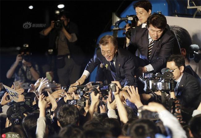 Vệ sĩ điển trai như tài tử của Tổng thống Hàn Quốc từ chức vì không muốn cướp ống kính của thân chủ - Ảnh 5.