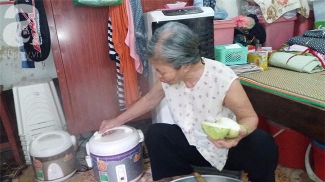 Hà Nội: Giữa thủ đô có một cụ bà 84 tuổi nuôi 2 con tâm thần bằng đồng lương hưu - Ảnh 3.